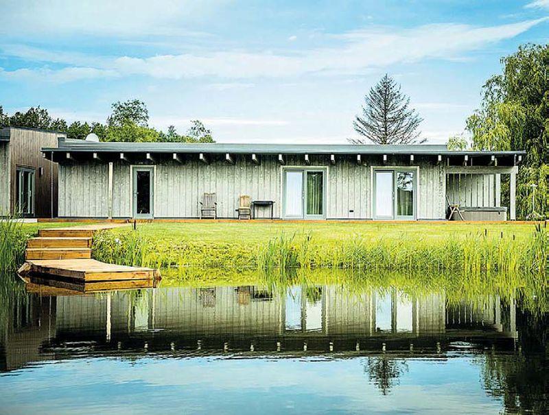 Dzīvojamā māja Mežciemā Jaunsvirlaukas pagastā, Jelgavas novadā ir viena no sešām nominantēm par labāko koka būvi pērn.