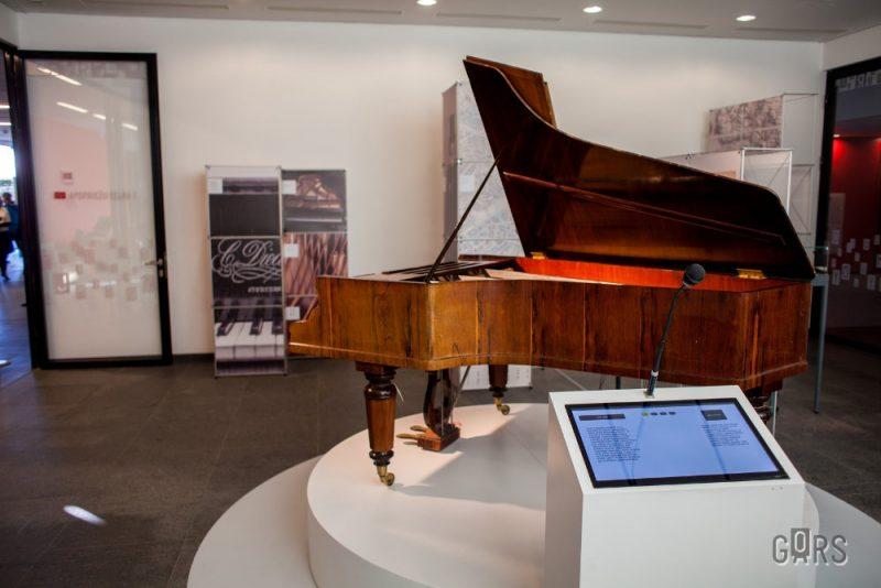 """Baumaņu Kārļa flīģelis  pagājušajā rudenī bija izstādīts koncertzālē """"Gors""""."""