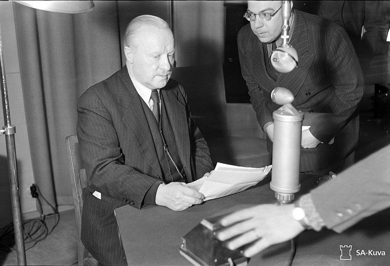 Somijas ārlietu ministrs Tanners, kurš teica radiorunu, paziņojot par miera noslēgšanu.