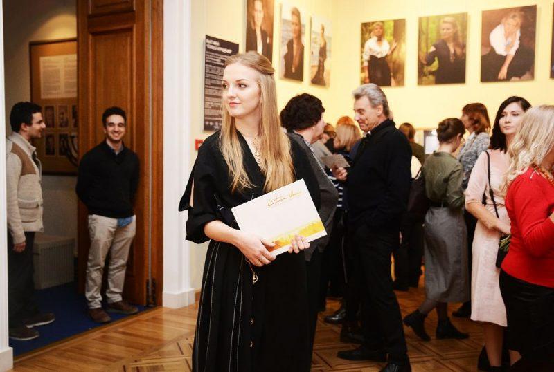 """""""Baltu rotas"""" ar a cappella grupu """"Latvian Voices"""" apvienojies kopprojektā, kura rezultātā tapa īpaša rotu kolekcija, kas caurvij pagātnes, tagadnes un nākotnes satikšanos."""