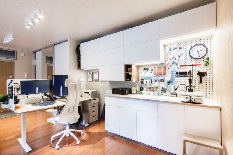 Kā iekārtot darbavietu mājās: padomos dalās interjera dizainers.