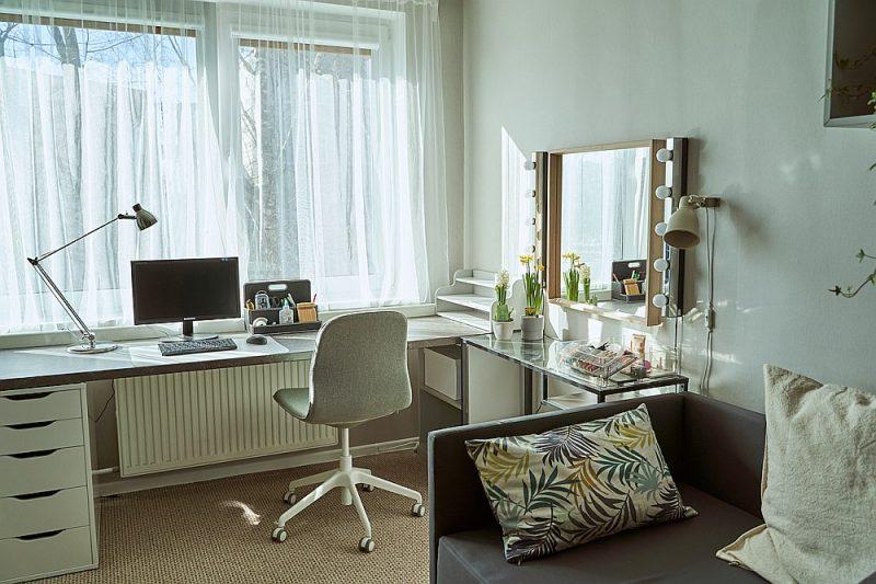 Transformējamās mēbeles ekonomē telpu.