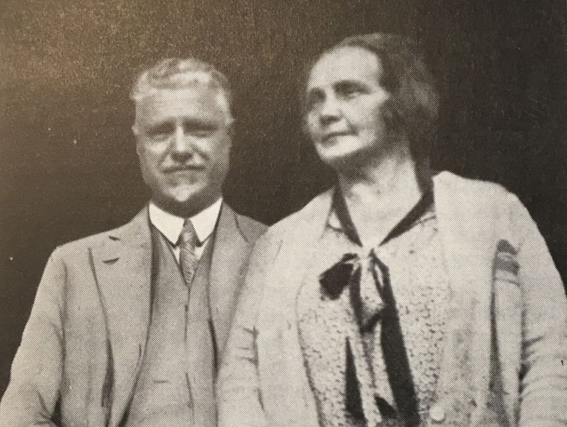 Klāra ar dzīvesbiedru Paulu Kalniņu, piedaloties Sociālistiskās internacionāles kongresā 1925. gadā Marseļā.