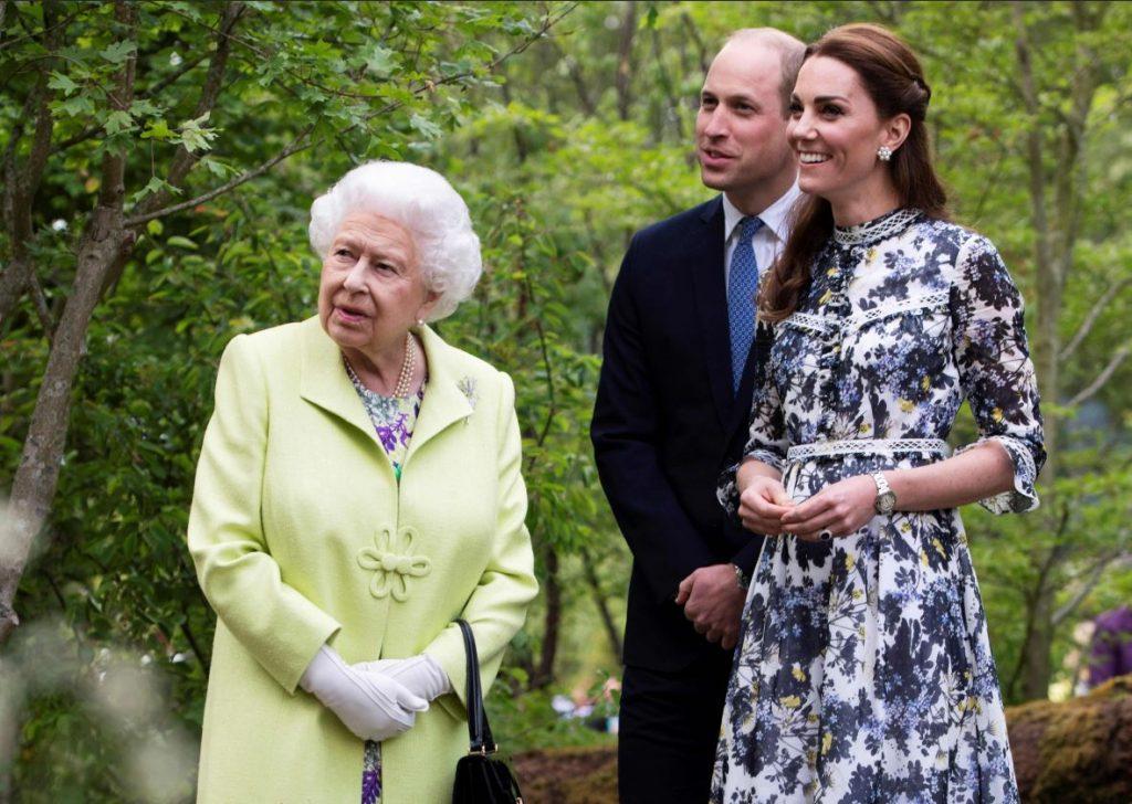 Karaliene Elizabete II kopā ar princi Viljamu un Keitu Midltoni 2019.gada maijā.