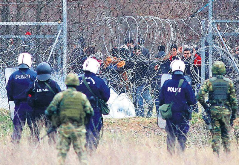 Migranti netiek ielaisti ES uz Turcijas un Grieķijas robežas pie Kastaniesas.