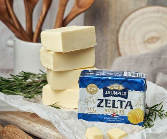 """Latvijas un Igaunijas piena kooperatīva pirmais kopdarbībā saražotais produkts – 82% """"Jaunpils sviests"""", kas atbilstoši Eiropas standartam tiek pārdots 250 g iepakojumā."""
