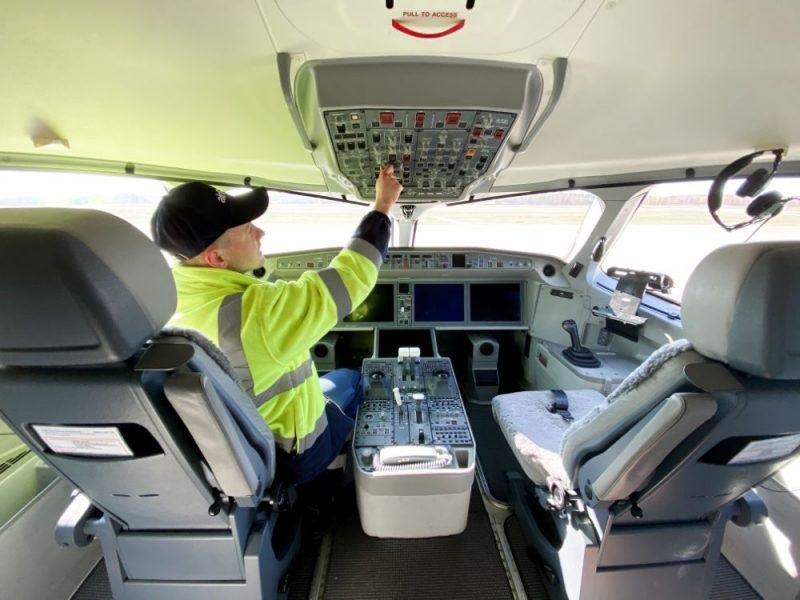 """""""airBaltic"""" lidmašīna."""