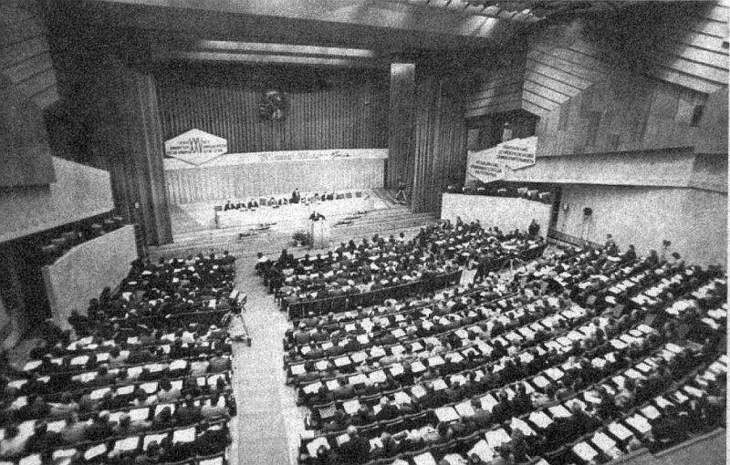LKP 25. kongresa zālē pirms šķelšanās.