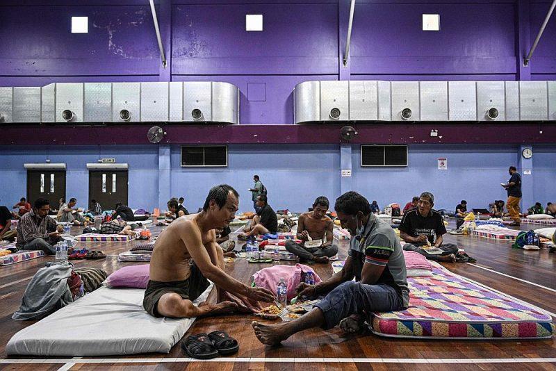 Bezpajumtnieku patversme, kas uz Covid-19 pandēmijas un pašizolācijas rīkojuma laiku iekārtota kādā zālē Malaizijas galvaspilsētā Kualalumpurā.