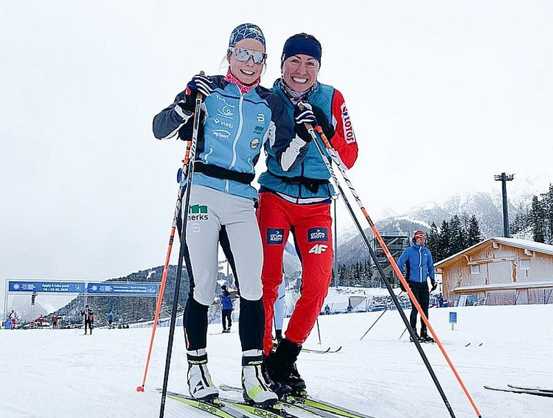 Patrīcija Eiduka (pa kreisi) smeļas zināšanas no polietes Justīnas Kovaļčikas, kura piedalījusies četrās olimpiskajās spēlēs, izcīnot divas zelta, sudraba un divas bronzas medaļas.
