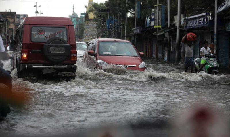 """Indijā un Bangladešā plosās ciklons """"Amphan"""""""