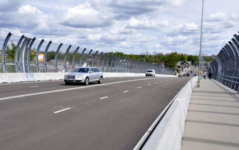 Daugavpilī atklāj vairākus miljonus izmaksājušo satiksmes pārvadu