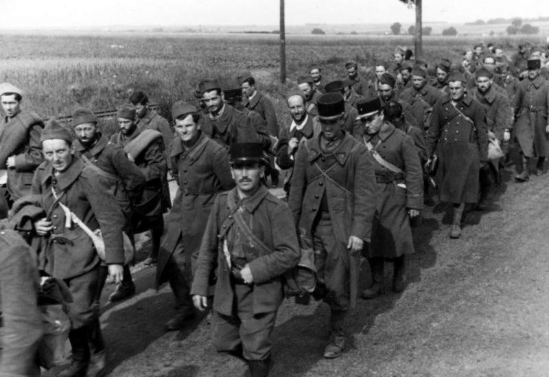 Franču karagūstekņi 1940. gada vasarā.