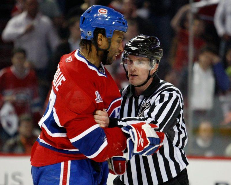 Žoržs Laraks (no kreisās) savulaik bija viens no NHL vadošajiem kaušļiem.