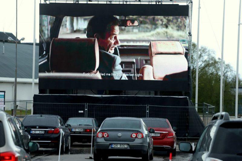 """""""Drive in Kino"""" Ķīpsalas izstāžu centra stāvlaukumā"""