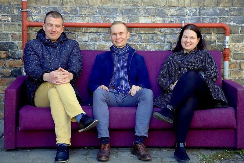 Latvijas Nacionālā vēstures muzeja vēsturnieki (no kreisās) Toms Ķikuts, Imants Cīrulis un Ilona Jekele cer, ka maija beigās muzejs varēs atsākt pieņemt apmeklētājus.