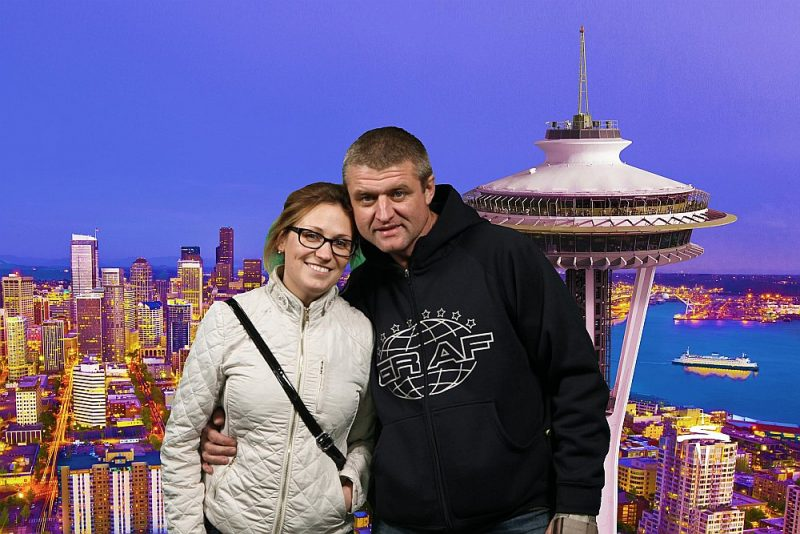 Igors Bondarevs ar sievu Jekaterinu katrs savā valstī gaida atļauju doties atpakaļ uz viņu mītnes zemi ASV.