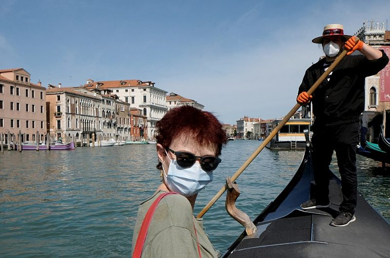 Pievēršot ļaudis iekšzemes tūrismam, Itālijā tiek uzsvērts, ka šī varbūt ir unikāla iespēja pašiem itāliešiem apskatīt un izbaudīt savas zemes jaukumus bez ierastajām, nomācošajām tūristu masām.