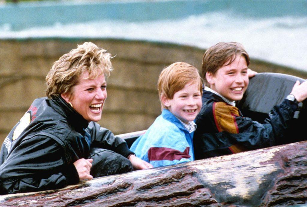 Princese Diāna ar dēliem – princi Hariju un princi Viljamu.