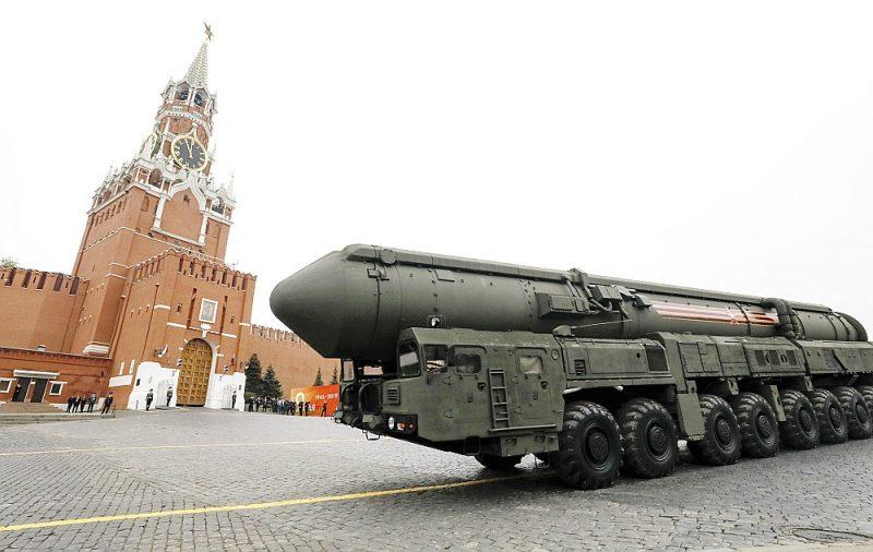 """Krievijas starpkontinentālā ballistiskā raķete """"RS-24"""" parādē Maskavā 2019. gada 9. maijā."""