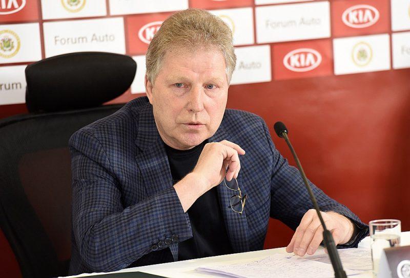 Latvijas Futbola federācija atkal maksās algu Aleksandram Starkovam.