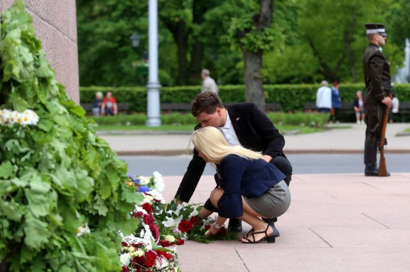 Komunistiskā genocīda upuru pieminēšana pie Brīvības piminekļa
