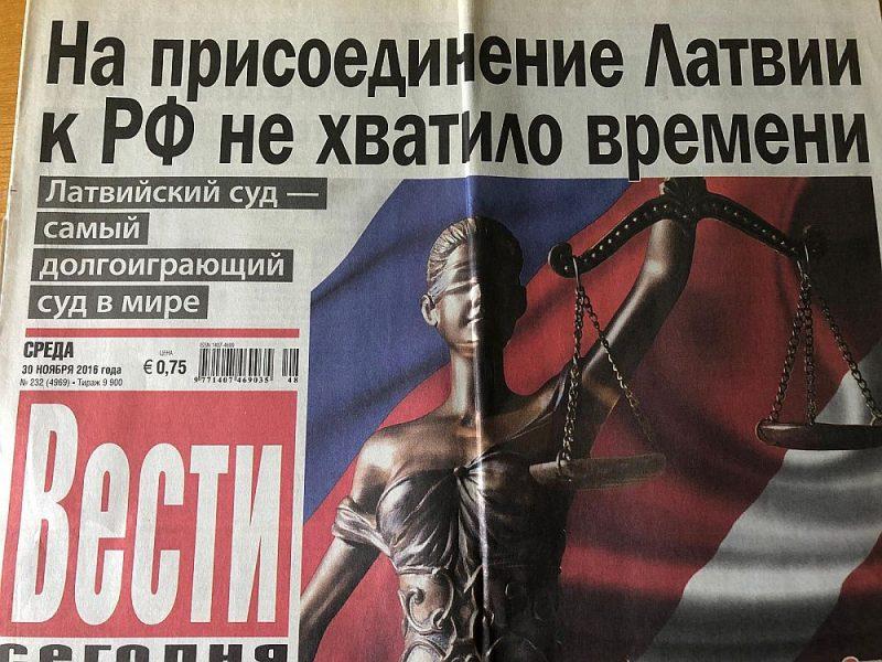 """Viens no medijiem, kas no Latvijas valsts budžeta saņems """"atbalstu pamatdarbības stiprināšanai"""", ir arī SIA """"Mediju nams Vesti"""" izdotā avīze """"Segodņa"""". Līdz 2017. gadam tā iznāca ar nosaukumu """"Vesti Segodņa"""", un, lūk, kādi virsraksti bija šī laikraksta pirmajā lappusē pirms trim četriem gadiem: """"Mēs balsojam par Putinu"""", """"Lai Latvija pievienotos Krievijas Federācijai, nepietika laika""""."""