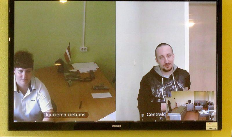 Edgaru un Svetlanu Šiškovus tiesāja videokonferences režīmā no cietumiem.