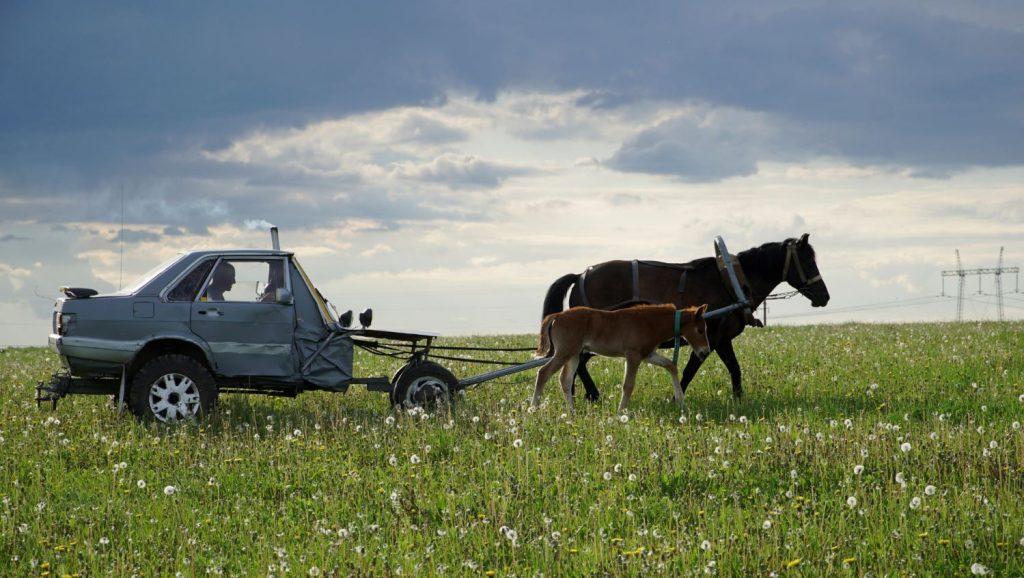 """Gans no Baltkrievijas radījis jaunu automašīnas modeli – pusi no """"Audi 80""""."""