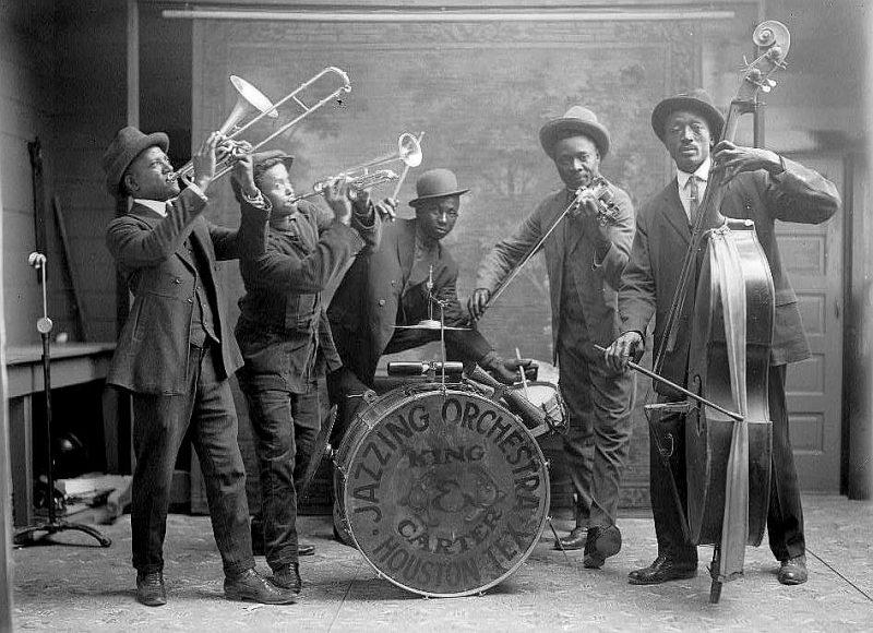 Melnādaino mūziķu grupa ASV 20. gs. 20. gados.