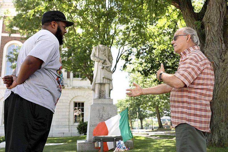 Galvu zaudējusi arī Kristofora Kolumba statuja nelielajā Voterberijas pilsētā ASV Konektikutas štatā. 80. gados Voterberijai to dāvāja Amerikas itāliešu organizācija UNICO.