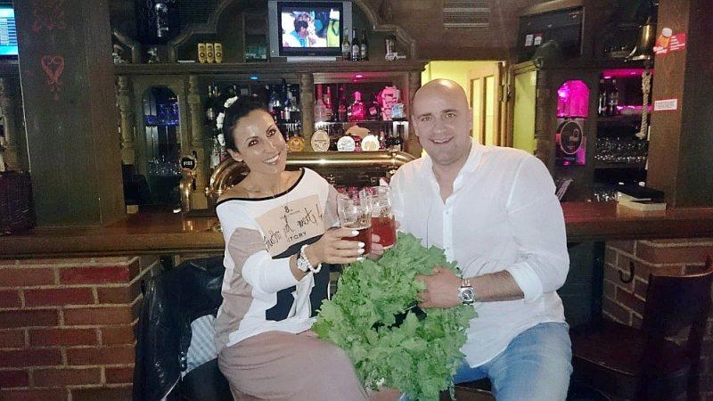Raimonds Miglinieks ar sievu Andželu atpūtas brīdī Liepājā.