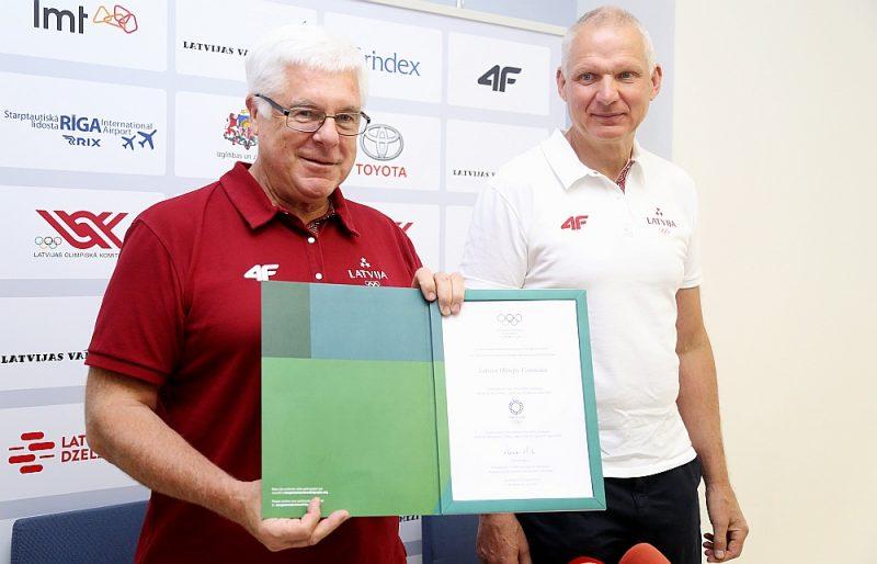 Stafetes maiņa – līdzšinējais LOK prezidents Aldons Vrubļevskis (no kreisās) šodien nodos stafeti Žoržam Tikmeram.