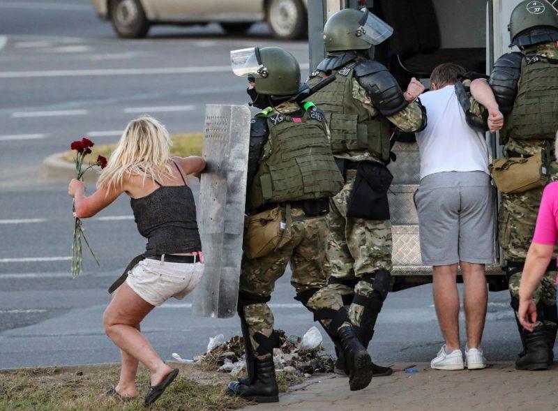 Baltkrievijā protestētāju un drošības spēku sadursmes