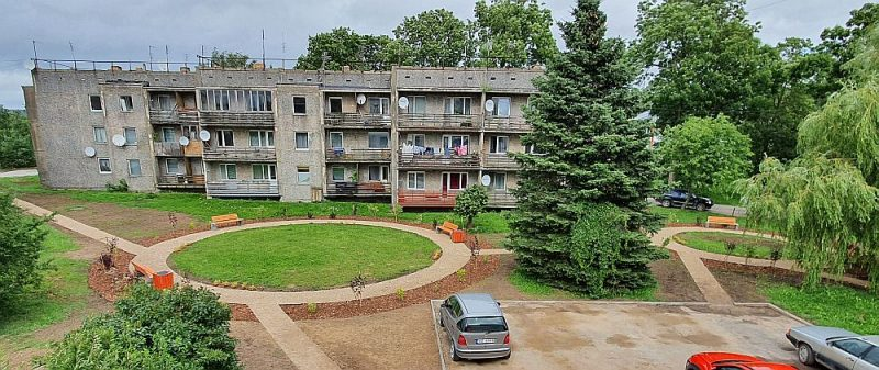 Lielauces daudzdzīvokļu namu iekšpagalms pēc labiekārtošanas projekta īstenošanas.