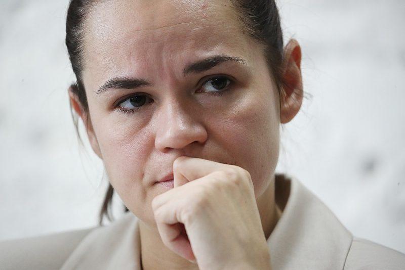 """Svetlana Tihanovska vēl Baltkrievijā 10. augustā preses konferencē drīz pēc protesta demonstrācijas vardarbīgās izdzenāšanas Minskā: """"Nedomāju, ka nonāks tik tālu."""""""