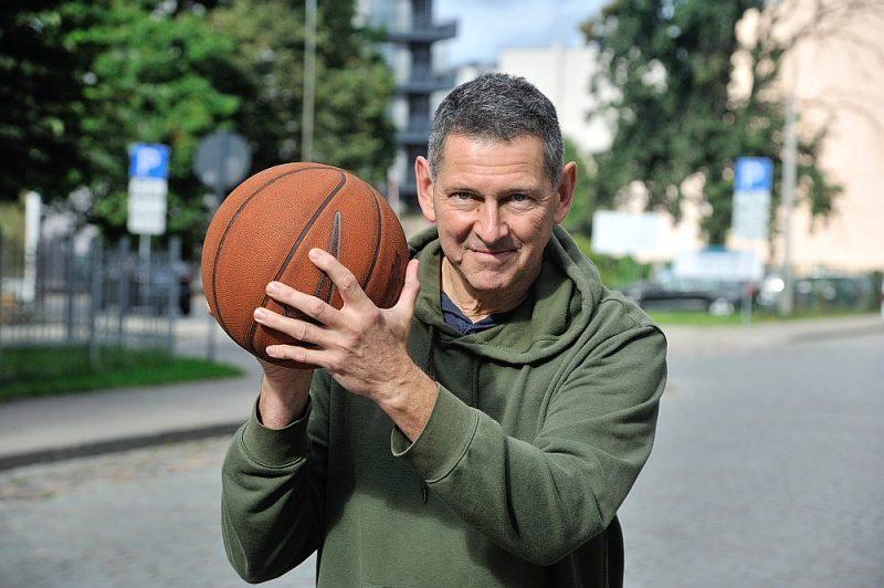 Karstajos punktos daudz strādājušais žurnālists Atis Klimovičs basketbolu spēlē kopš bērnības.