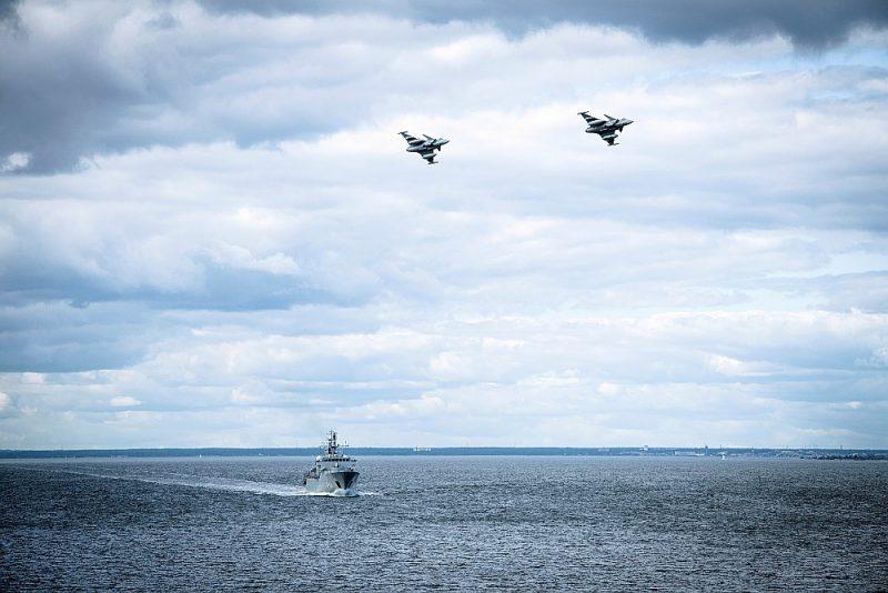 Zviedrijas lidmašīnas un karakuģi patrulē pie Gotlandes salas 25. augustā.