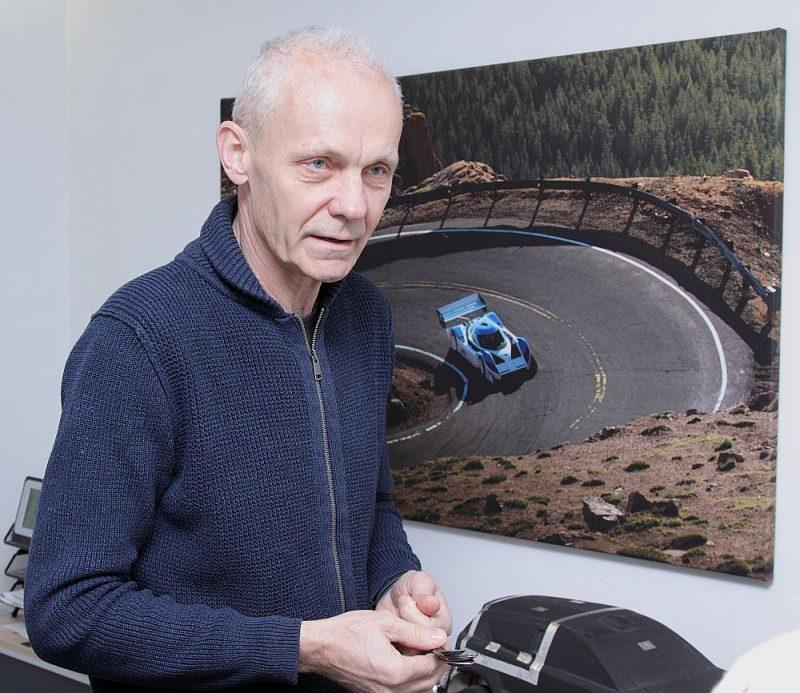 """Inženieris un konstruktors Andris Dambis: """"Tā ir tikai ilūzija, ka dīzelis ir lēts. Ar pieaugošajām vides prasībām tas kļūst arvien dārgāks. Šīs ekonomiskās sviras ir iedarbinātas, un atpakaļgaitas tur vairs nav – arī smagajām automašīnām."""""""