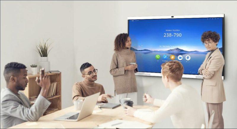 """""""Huawei"""" laiž klajā jaunākās paaudzes viedā biroja rīku """"IdeaHub"""""""