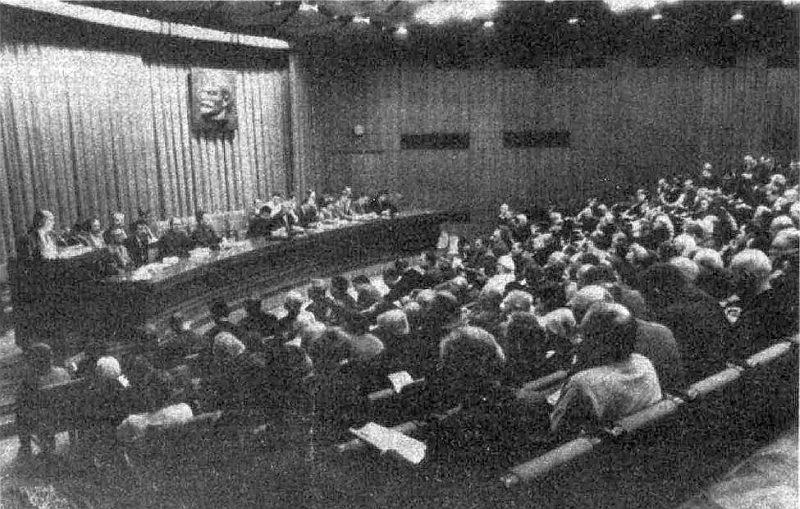 Komunistu saiets Kongresu namā 1990. gada novembra vidū.