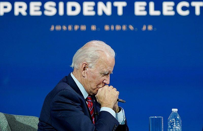 """""""Amerika ir atgriezusies,"""" vēršoties pie Eiropas valstu līderiem, pirmdien runā no sava pagaidu biroja ASV Delaveras štata Vilmingtonā sacīja Džo Baidens."""
