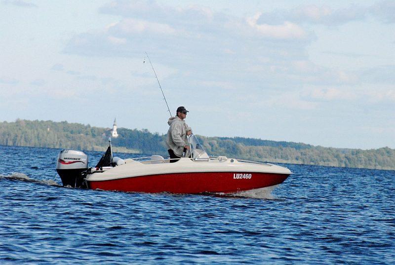 Burtnieku ezerā pašvaldība plāno aizliegt rūpniecisko zveju un attīstītas atpūtas iespējas.