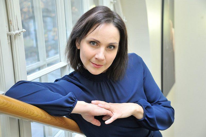 """Inga Misāne-Grasberga: """"Iespējams, viena loma var sanākt netīšām, varbūt divas, bet, lai strādātu uz skatuves ilglaicīgi, tas paģēr gan sviedrus, gan asaras, gan nervus."""""""