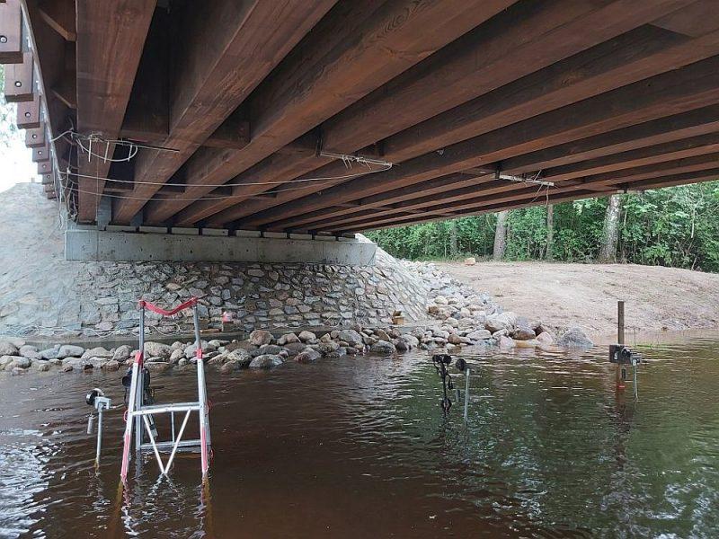 Ječupes tilts ar koka nesošajām sijām.