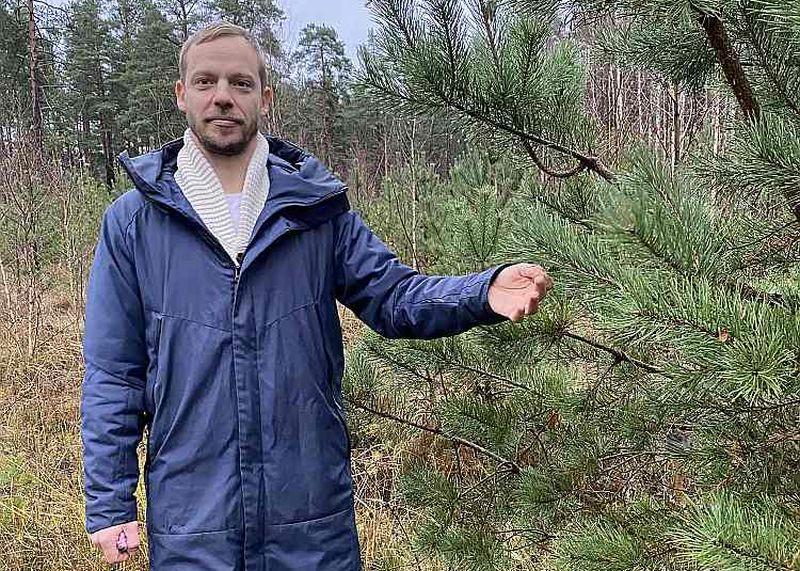 """""""ES fondu iespējas ir kā ilgtermiņa ieguldījums, kas daļēji jāsedz no savas kabatas  un kas nākotnē nesīs augstākus ienākumus lielāka apjoma un ātrāk pieejamas koksnes veidā,"""" teic Mazo meža īpašnieku biedrības valdes priekšsēdētājs Jānis Knipšis."""