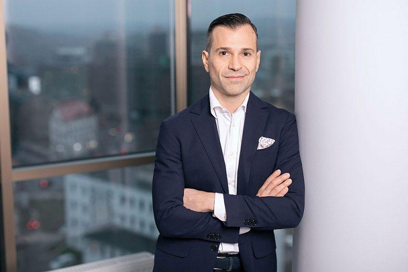 """""""PayRay bankas"""" vadītājs Renato La Fjanca: """"Bankas Latvijā dažādu apsvērumu dēļ ir atstājušas novārtā bezķīlas kreditēšanu, un Latvijas faktoringa portfelis ievērojami atpaliek gan no Lietuvas, gan Igaunijas. Mēs plānojam šo situāciju kardināli mainīt un parādīt, ka ir iespējams strādāt ātrāk un efektīvāk."""""""