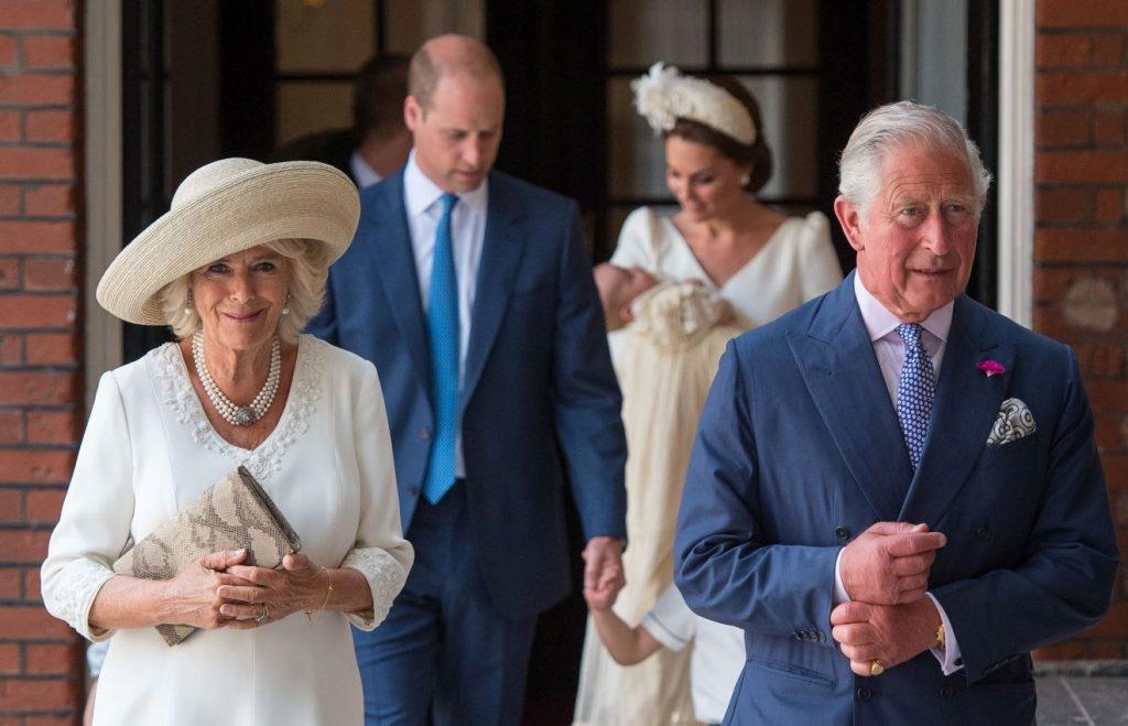 Priekšplānā – princis Čārlzs un Kamilla, otrajā plānā – princis Viljams un Keita Midltone.