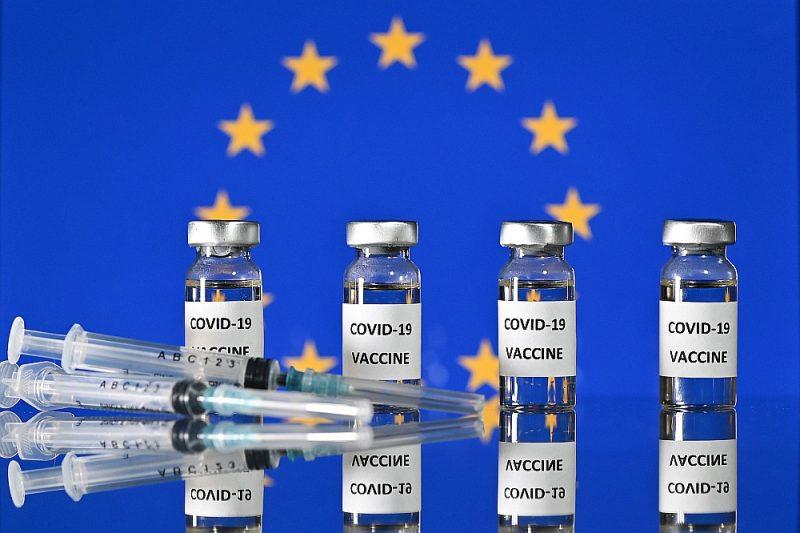 Eiropas Komisijas noslēgtās piecas vienošanās par vakcīnu piegādi uzskatāmi rāda priekšrocības, ko sniedz sadarbība patiesā Eiropas Veselības savienībā.