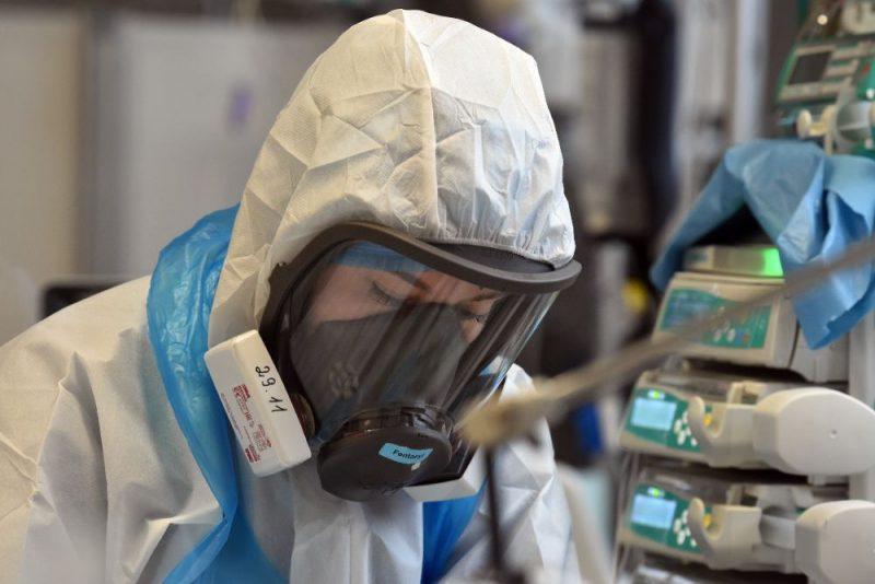 """Medicīnas personāls """"Gaiļezerā"""" ārstē Covid-19 pacientus."""